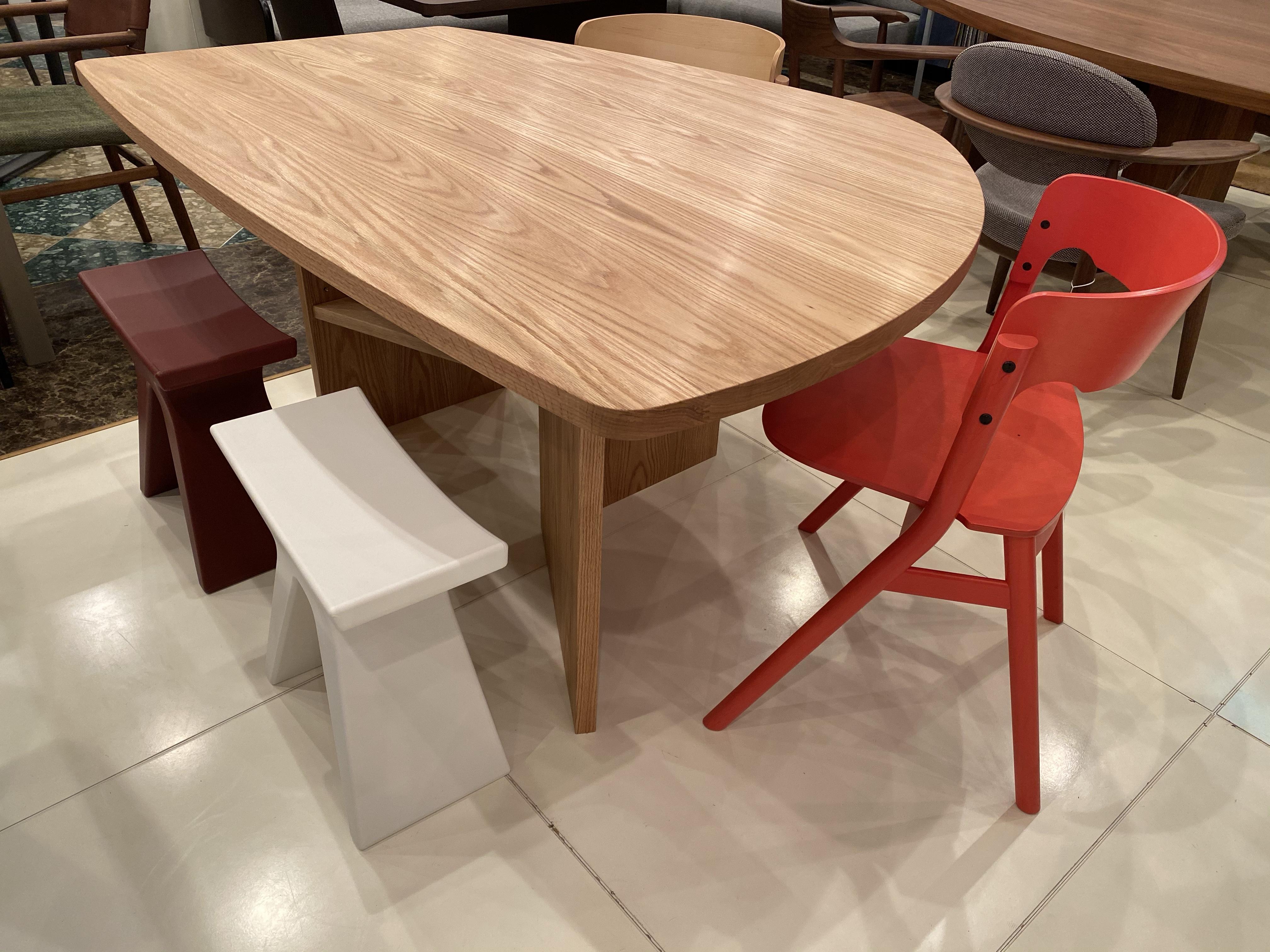 土井木工・オリジナル変形テーブルに松創・MEETEEチェアSallyとPIGRECOをセット