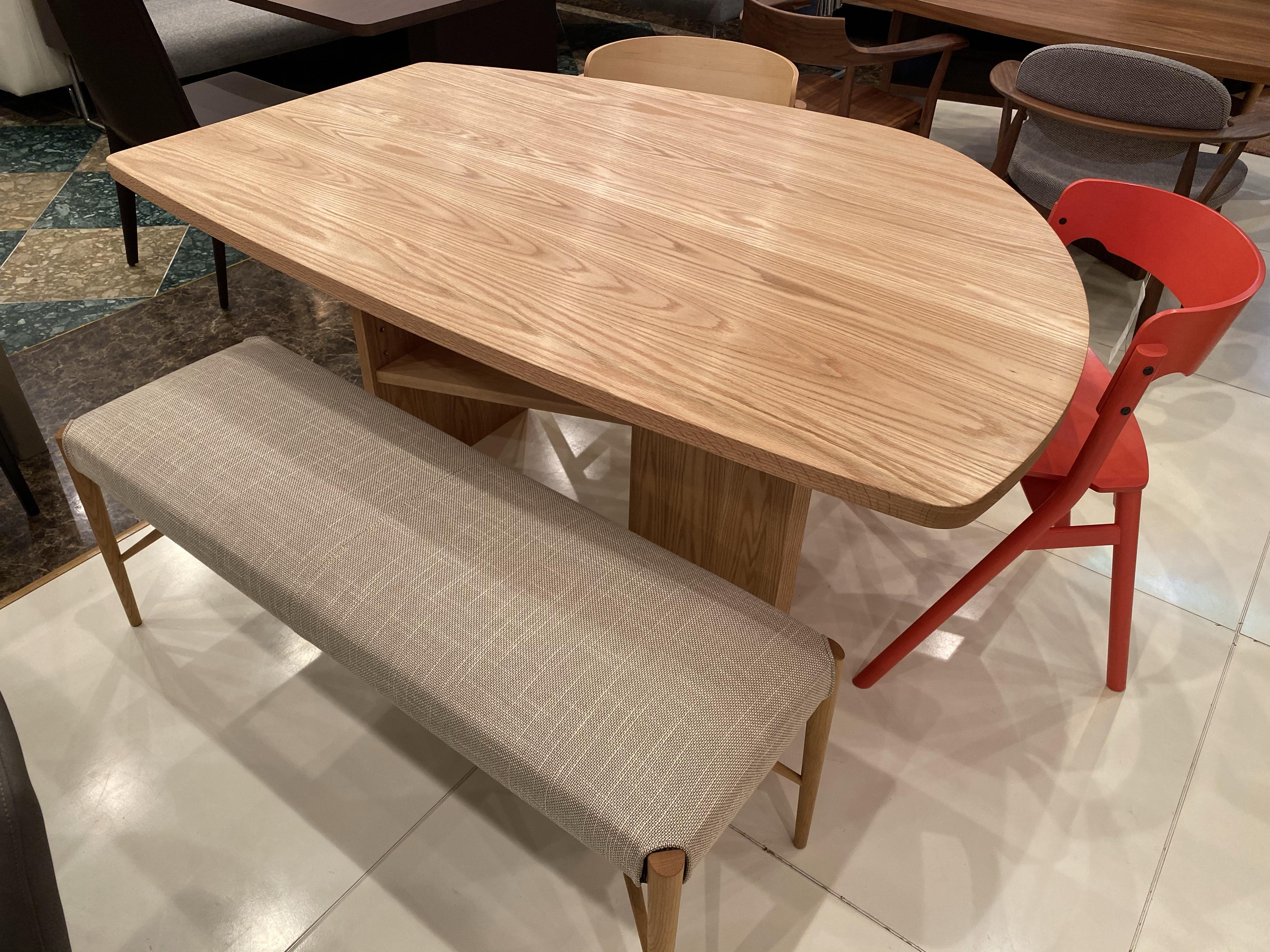 限られた空間に変形テーブルはお勧めです