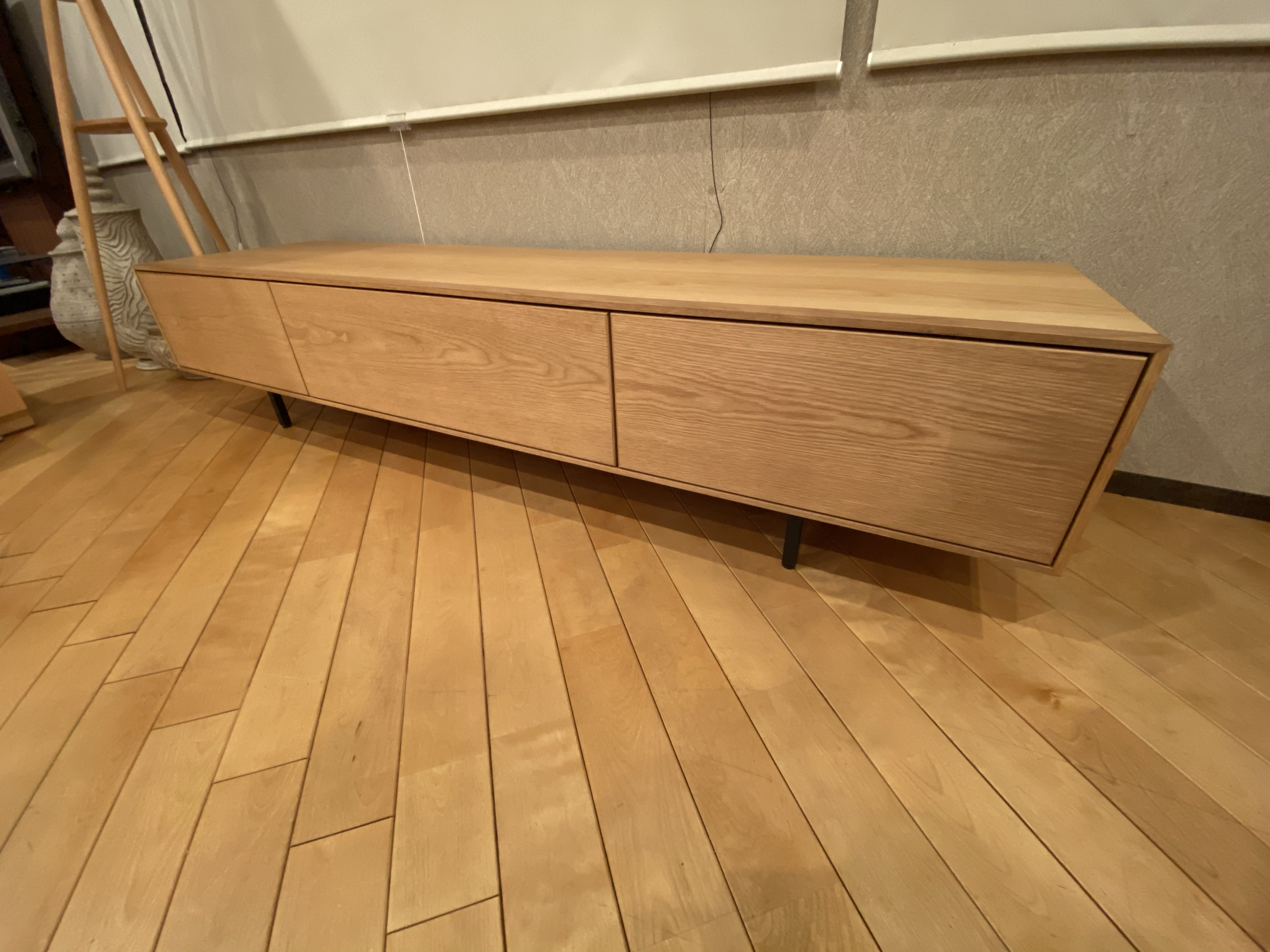 シンプルなオーク材のTVボード・LIMA