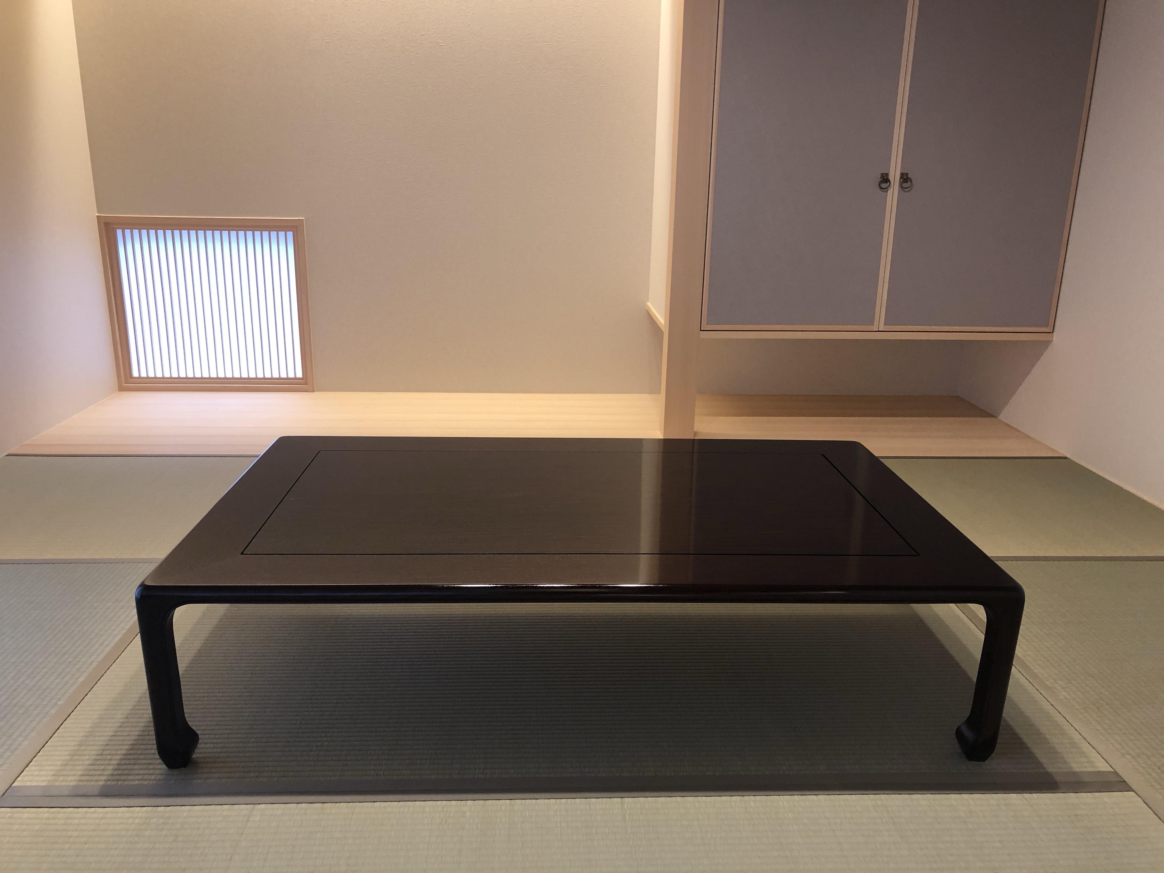 花梨無垢のシンプルデザインの座卓・泉寿