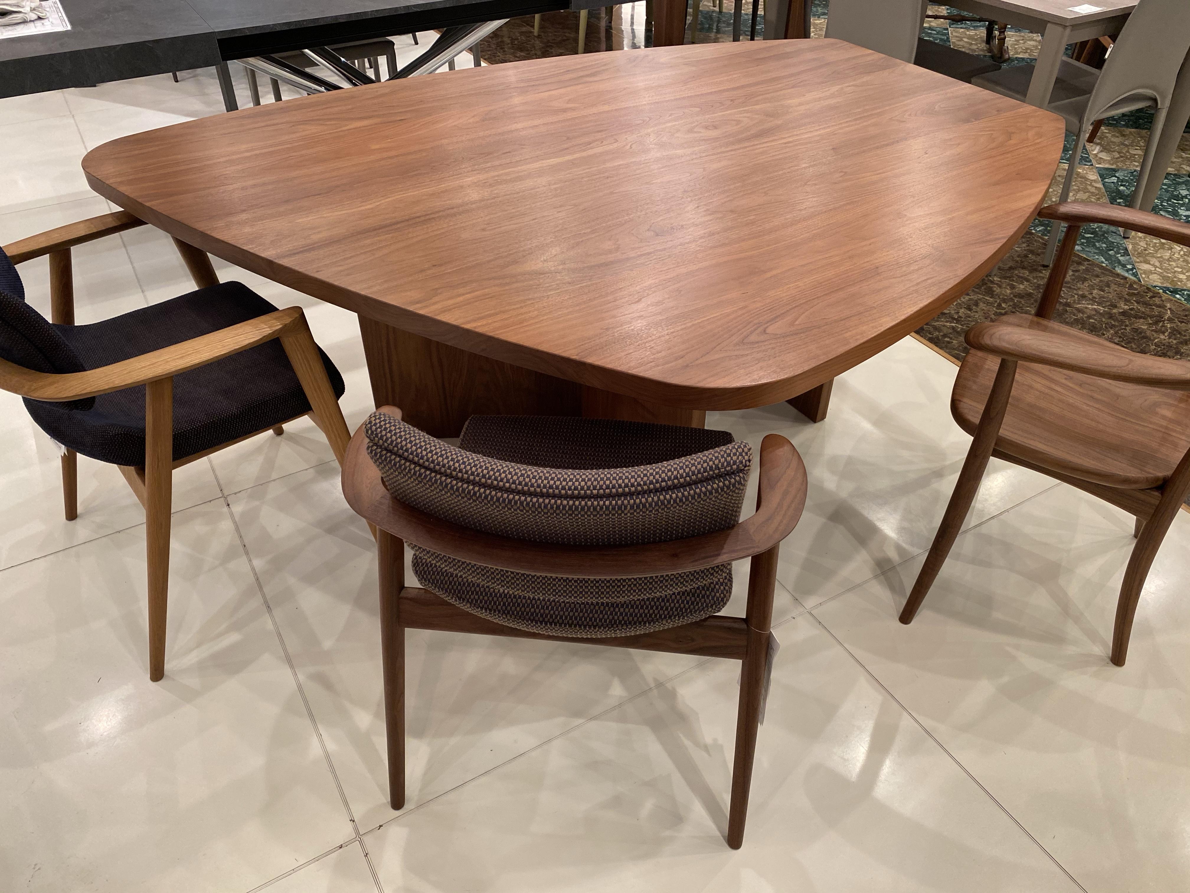 【会話がスムーズにできるテーブル】土井木工・ミーオラウンドテーブル