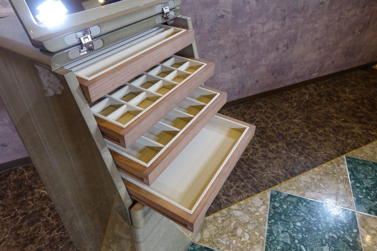 松岡家具製造・ジュエリーチェストのオリジナルカラーのサンプル