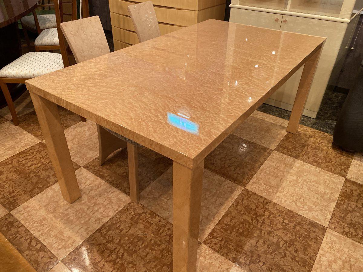 【お客様からお問い合わせをいただきました】バーズアイメープルミガキ仕様のダイニングテーブル