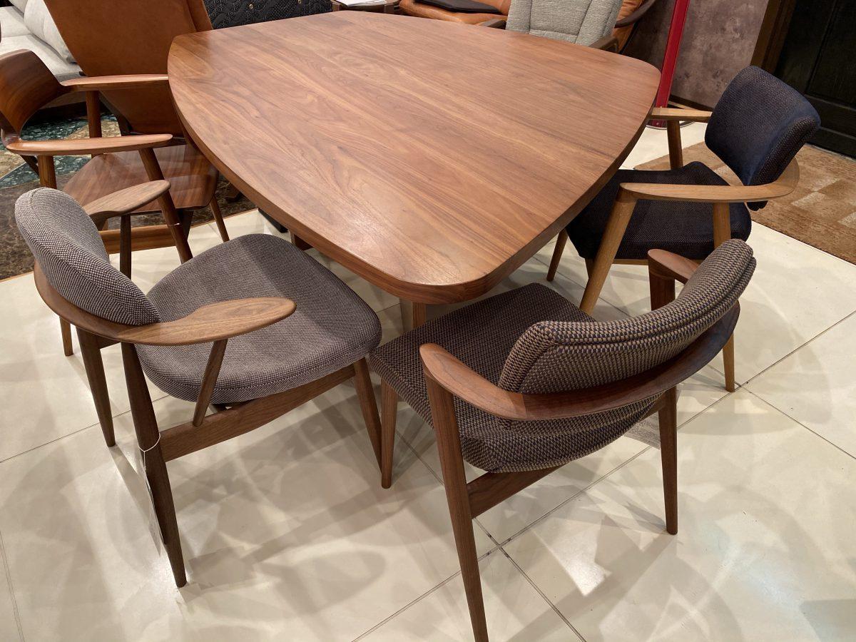 【お客様からお問い合わせをいただきました】土井木工・変形テーブルの脚について