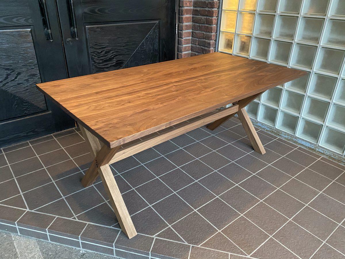 マスターウォール・ブロンクスダイニングテーブルを特別価格