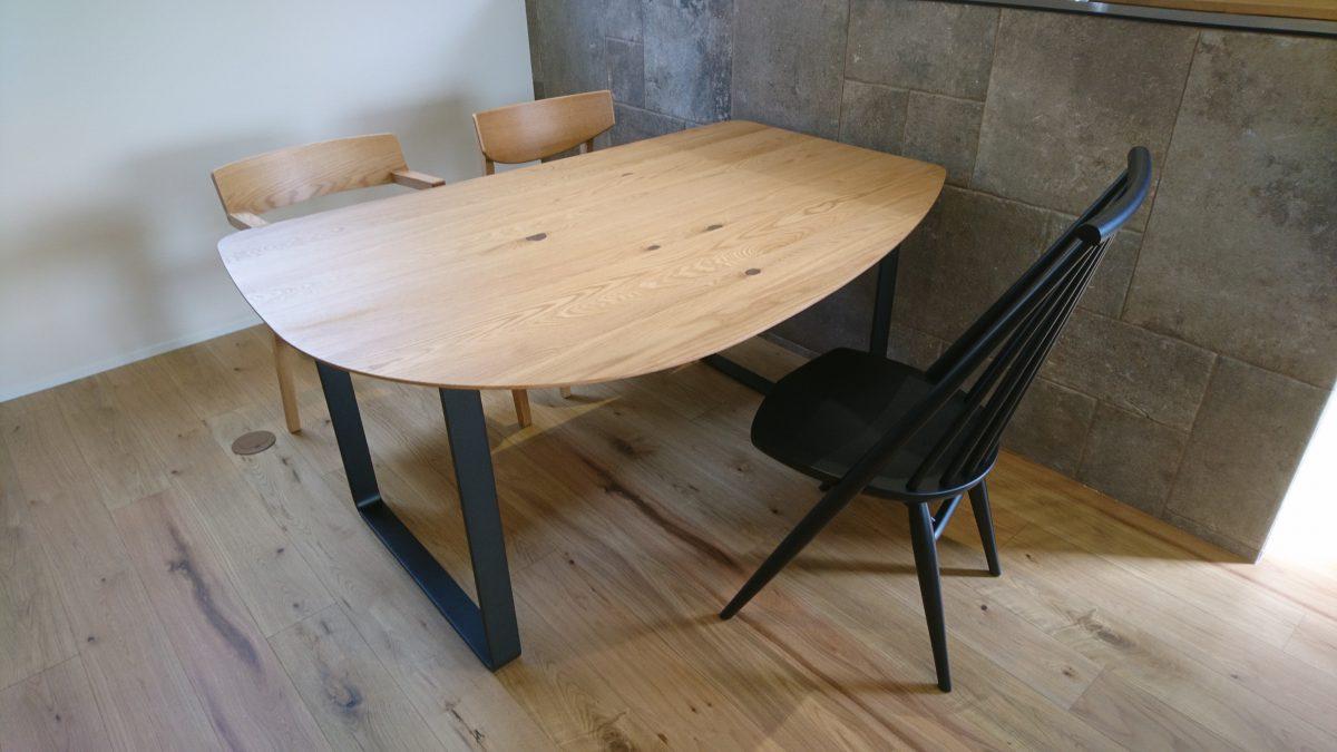 坂出市にestic・SPIGAソファLIZと変形テーブルを納品
