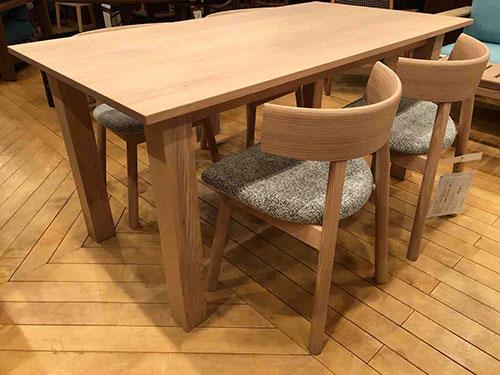 日進木工・SMART TABLE1500にチェアSCC-1668-Rをセット