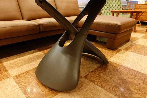 脚のラインが美しいCOMPAR社の昇降テーブル・PARIS