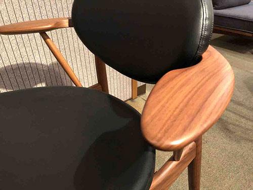 柏木工・BOSSダイニングチェア・EDC52W・本革ブラック色を特別価格で販売