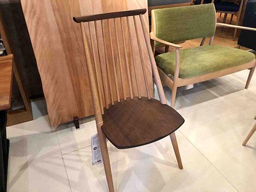 【2019・飛騨の家具セール】SWING ・水目桜ブックマッチテーブルに柏木工・シビルチェアをセット